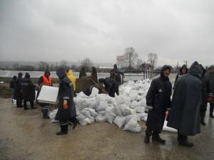 Apeluju na meštane da se priključe spasavanju svojih kuća