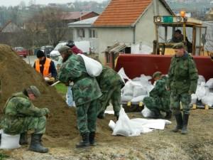 Vojska gradi nasipe na Čemernici; foto: regionalnevesti.net