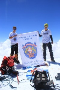 Zastava Čačka na vrhu Elbrusa