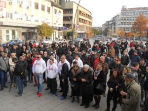 cacak01-nekoliko-stotina-okupljenih-na-trgu-foto-v-nikitovic