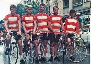 Dragan Dostanić (u sredini) sa klupskom drugovima iz BK Borac