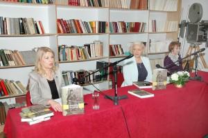 Sa predstavljanja knjige: Autorka Olivera Milosavljević, prva s leva