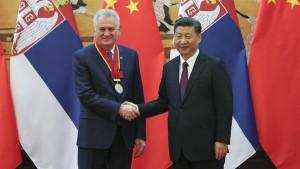 Tomislav Nikolić kao počasni građanin Pekinga; foto: Pool photo via AP/Tanjug